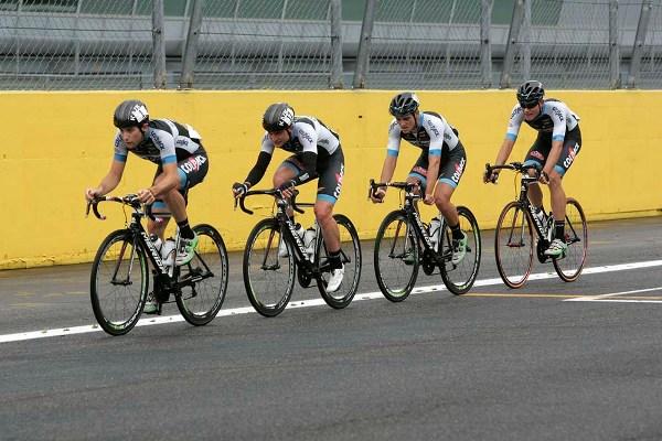 Minali guida il quartetto in fuga fin dal primo chilometro a Monza (Foto Antonio Pisoni)