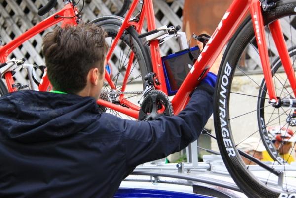 UCI - Controllo biciclette (JC Faucher)