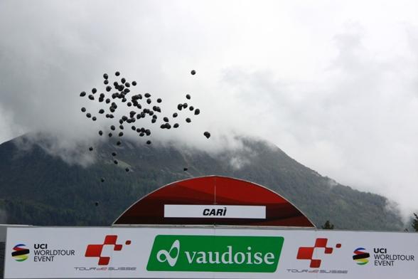 Striscione traguado Cari' (Foto JC Faucher)