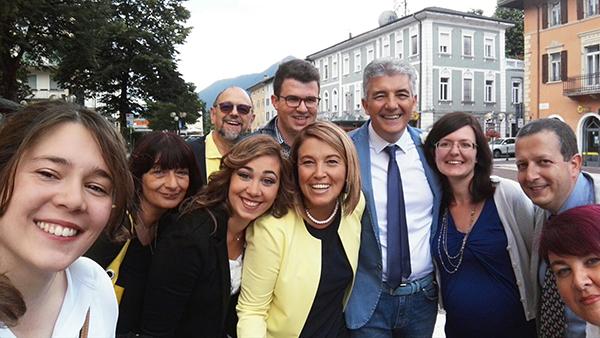 I neo Sposi festeggiati dalle loro Colleghe e Colleghi a Borgo Valsugana