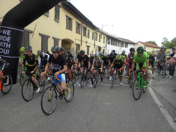 Partenza della gara Scatto fisso di Casterno (Foto di : Nastasi)