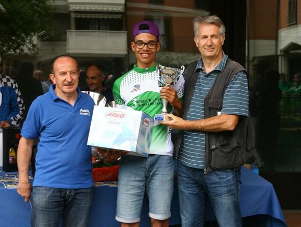 Premiazione di Samuel Nova 2^ classificato e leader classifica 3^ Giro della Brianza (Foto Berry)