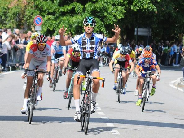 Brinzio, 22.05.2016 - La vittoria di Nicolò Parisini (Foto Angelo Mambretti)
