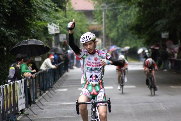 L'arrivo vittorioso di Giacomo Villa (photoberry)
