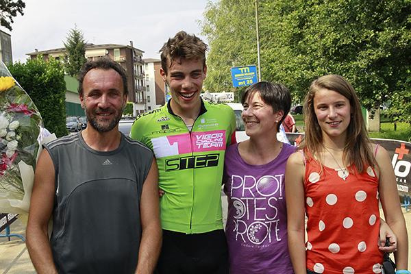 Michele Bertaina con i genitori e la solella Margherita (Kia)
