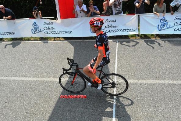 Lorenzo Zoppis vince a Bogogno (Foto Gio.More)