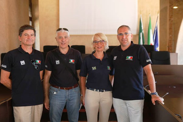 Giuria FCI Abbiategrasso da sx Mario Sacchi, Componente; Giovanni Speziani, componente su moto; Barbara Sordi, Giudice Arrivo e Maurizio Bertani, Presidente (Foto Pisoni)