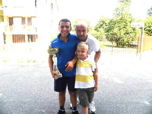 Il vincitore cat. G6, Federico Lazzarin, col padre Ivan ed il fratello Gabriel (Foto Nastasi)