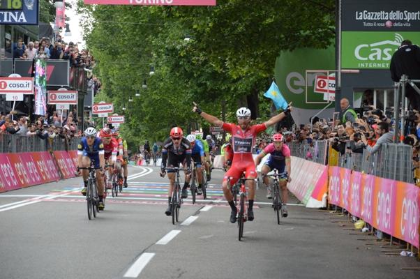 Giacomo Nizzolo vincitore tappa Torino poi declassato al 12^ posto dalla Giuria FCI (Foto Mule)