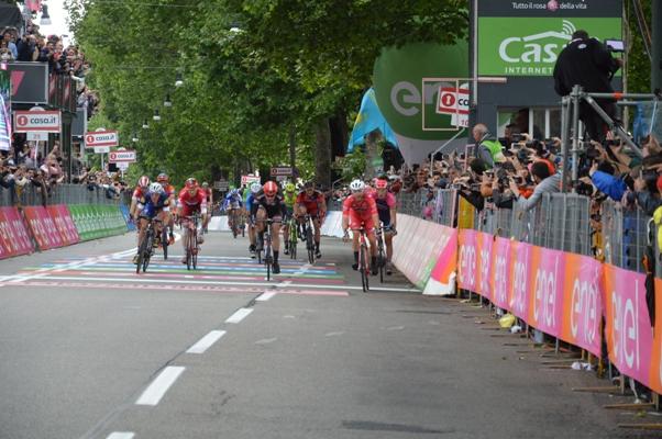 Giacomo Nizzolo vince allo sprint ma poi.....(Foto Mule)