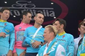 Vincenzo Nibali con l'Astana, la sua squadra (Foto Mule)