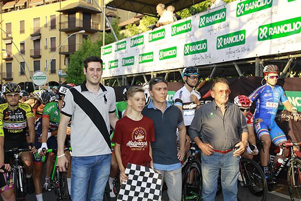 da dx, il presidente Mario Bonissi, Roberto Rancilio, suo figlio e un assessore comunale di Parabiago (Foto Kia)