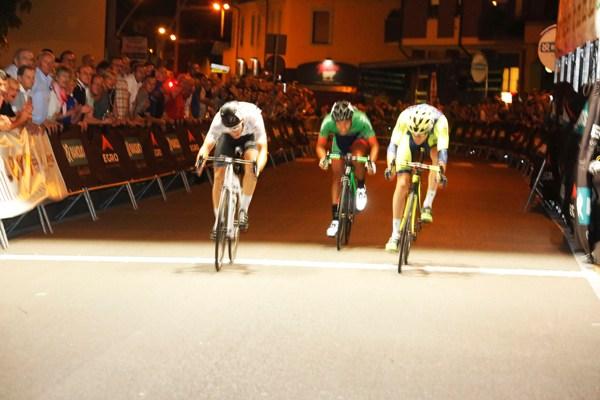Decisione allo sprint tra Alban, Moggio e Duranti (Foto Pisoni)