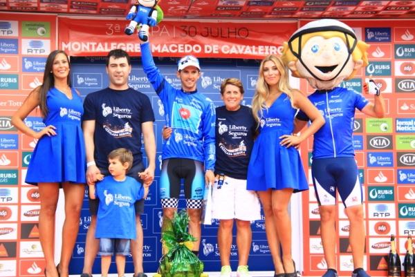 Premiazione maglia blu libertas Seguros (JC Faucher)