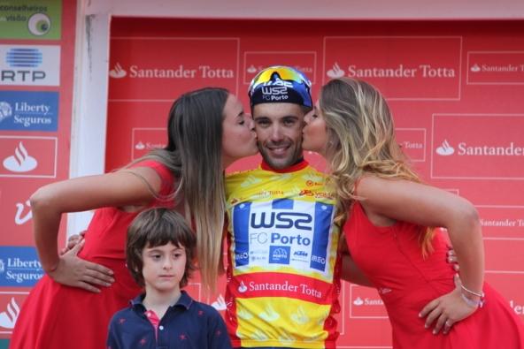 Rui Vinhas e il bacio delle miss (JC Faucher)