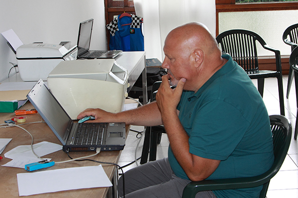 Angelo Mambretti al lavoro (Foto Kia Castelli)