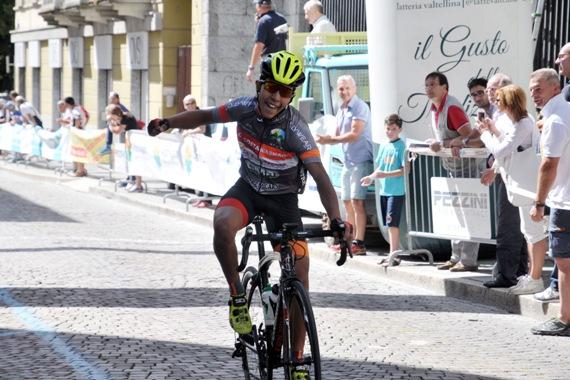 Imad Sekkak vince la 1° tappa del 68° Giro della provincia di Como (Foto Mambretti)