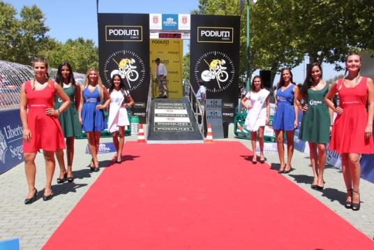 Palco premiazioni con tutte le miss della 78° Volta a Portugal (Foto JC Faucher)