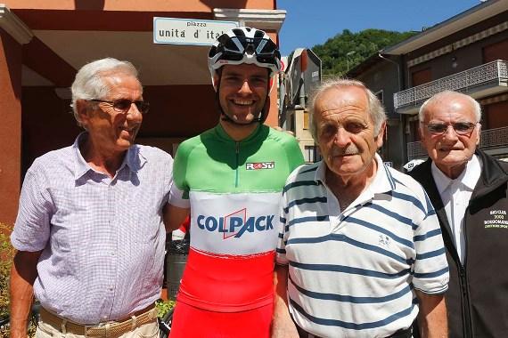 Barbaglia e Giuseppe Bellosta col Tricolore Elite, Davide Orrico (Foto Pisoni)