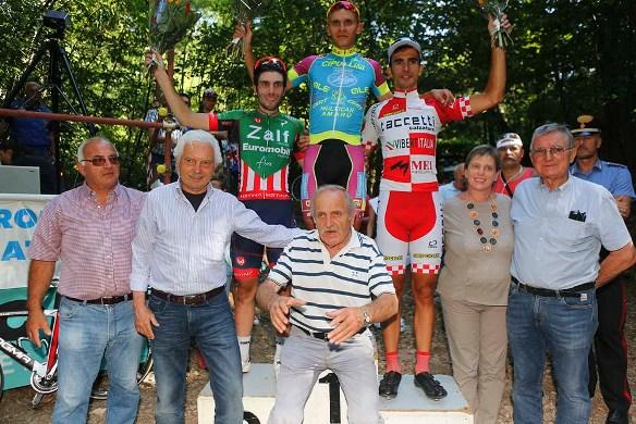 Podio con Gianni Savio e Mario Androni e Sindaco di Briga, Chiara Barbieri (Foto Pisoni)