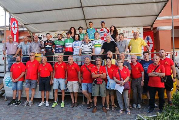 Organizzatori, Autorità e primi corridori classificati (Foto di Antonio Pisoni)