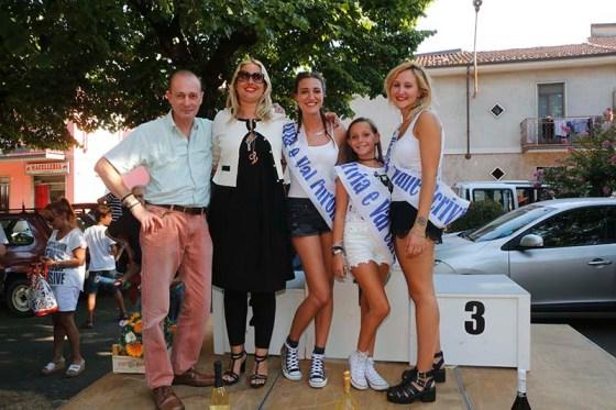 Presidente Ennio Ferrari con le miss (Foto Pisoni)