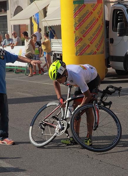 Imad Sekkak problemi con la bici (Foto Kia)