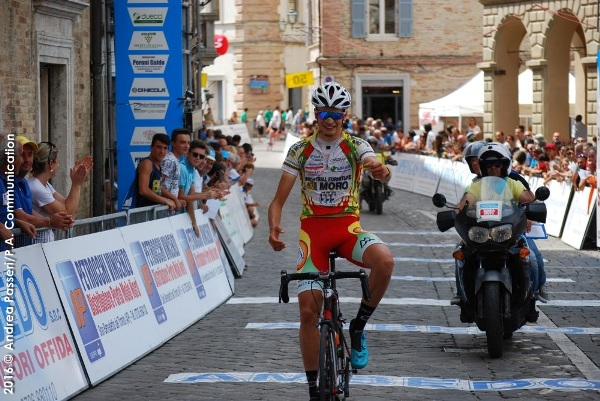 Alessandro Bond vince ad Offida (Foto Panseri)
