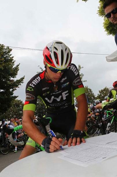 L'Azzurro Manuel Todaro alla firma di partenza a Guazzora (Foto Pisoni)