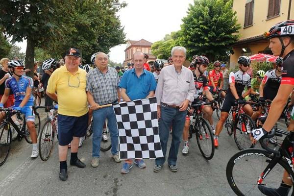 Piero Coppi, Pierluigi Autelli, Ennio Ferrari e Pierangelo Cisi, pronti a dare il via alla corsa (Pisoni)