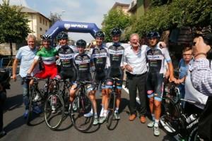 Team Colpack subito dopo l'arrivo vittorioso di Zaccanti (Foto Pisoni)