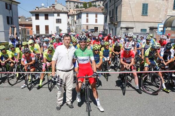 Marco Scabiosi, Sindaco di Rovescala col Tricolore Davide Orrico alla partenza della gara (Foto Pisoni)