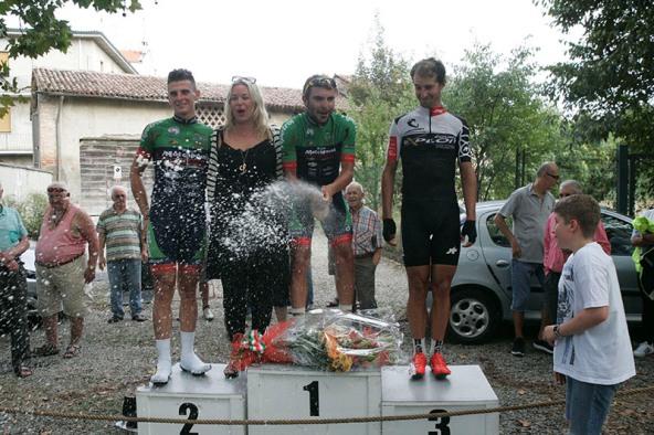 Brindisi sul podio (Foto Pisoni)