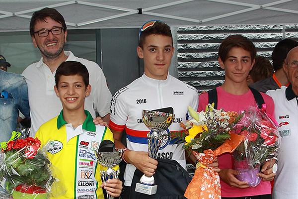 da sx, Polato, Ceci e Perani, podio Villaguardia esordienti 1^ anno (Foto Kia)