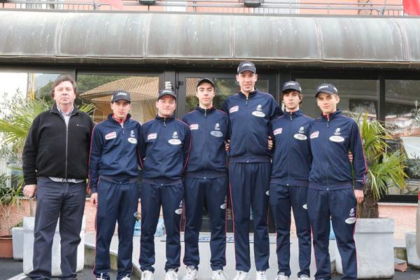 Corridori dell'UC Pregnana-Team Scout col DS Alberto Saronni (Foto Pisoni)