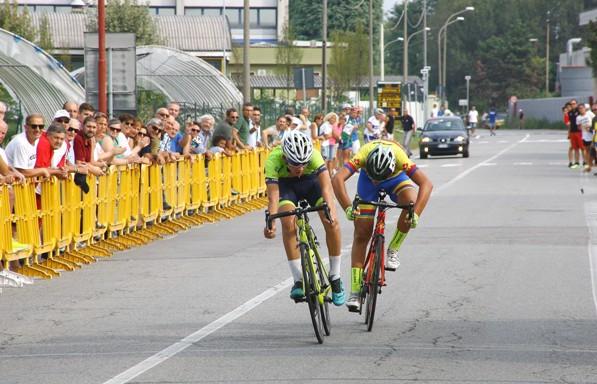 Vaninetti allo sprint su Piras (Berry)