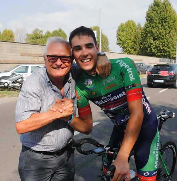 Leonardo Pirro abbraccia Moschetti (Foto Pisoni)