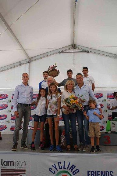 Podio con la Famiglia Galbusera ° (Foto Pisoni)