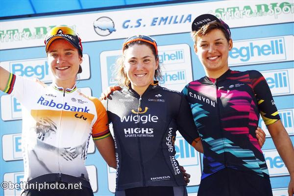 Da Sinistra, Marianne Vos, Chloe Hosking e Barbara Guarischi, Podio GP Bruno Beghelli Donne Elite (Foto Bettini)