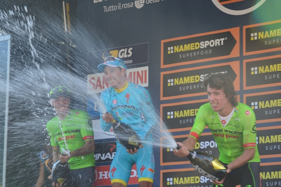 Si brinda sul podio di Superga (Foto Claudio Mollero)