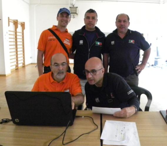 a sx, Michele Tirricello, Giudice Arrivo; a dx, Roberto Mocchi, Componente e Rosario Leone, Presidente. Giuria FCI a Carbonate (Foto Nastasi)