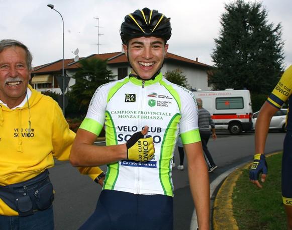 Marco Vergani segna 1 con la mano (Foto Berry)
