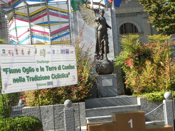 Monumento simbolo di Calvatone (Foto Nastasi)