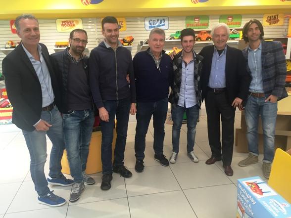 Da sinistra Carrera, l'intramontabile e sempre giovane Andrea Noè, Mario Androni Savio e amici a Varallo Pombia