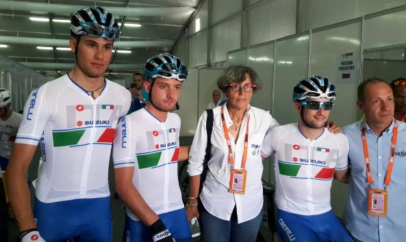 Ganna, Consonni e Minali con Rossella Di Leo e Gianluca Valoti (Foto Rodella)