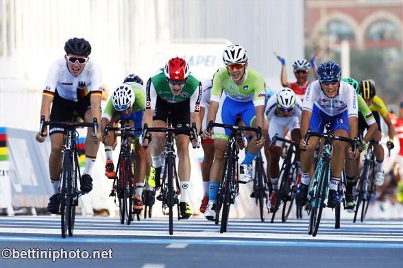 La volata dei battuti per il secondo posto (Bettiniphoto.net)