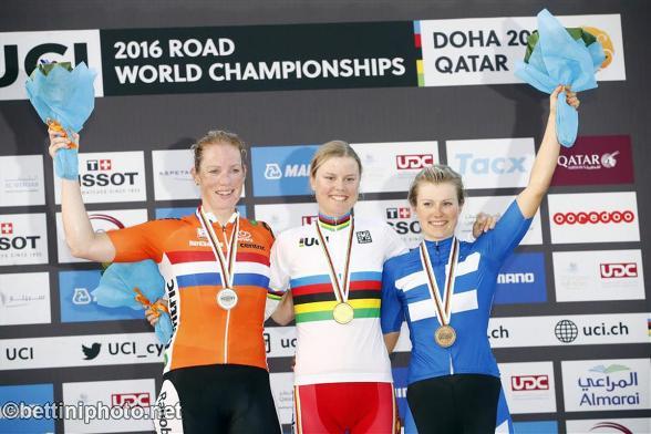Da sx Wild, Diderikso, Lepisto, podio iridato donne elite Doha 2016 (Bettiniphoto.net)