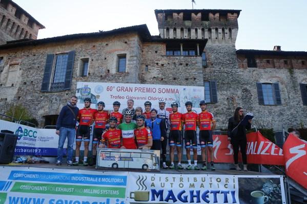 Presentazione squadre di fronte al Castello dei Conti di San Vito (Foto Pisoni)