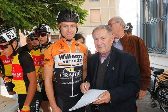 Bernardi intervista il corridore belga Merljin Decoster (Foto Pisoni)