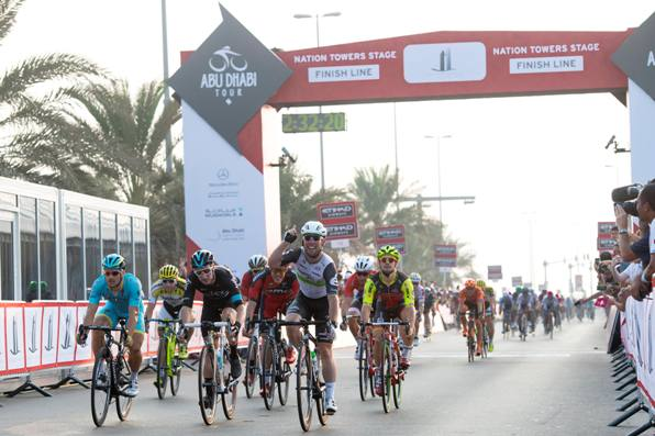 """UK rider Mark Cavendish on the finish line of the 115 km """"Nation Towers"""" Second stage of Abu Dhabi cycling race from Abu Dhabi to Abu Dhabi Al Marina, UAE, 21 October 2016. ANSA/CLAUDIO PERI"""